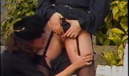 Étudiante video x adulte blonde Tessa Tayor prend une grosse bite dans sa chatte chaude