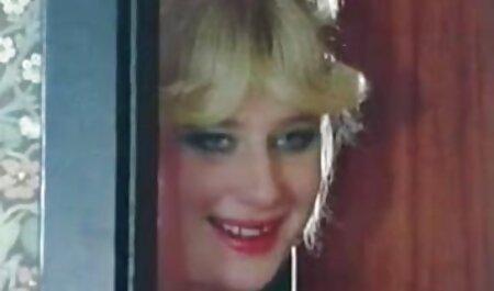 9 lesbiennes avec des site streaming adulte strapons se baisent