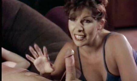 Kinky Babes adorent taquiner des gants en film adulte sexe cuir doux sur de gros seins