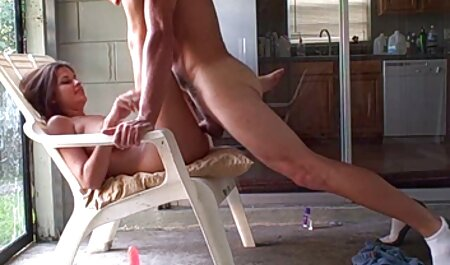 Plumper prend film adulte porno une bite dans son trou du cul serré